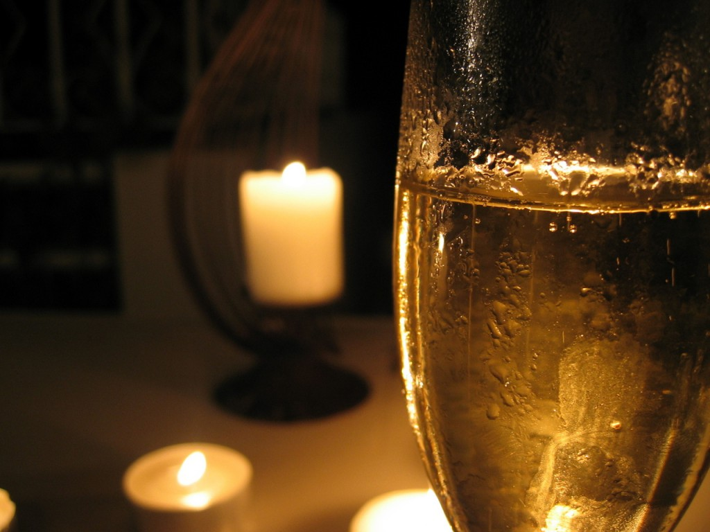 Champagner biem Candlelight-Dinner ©  Marcus Corner / FreeImages